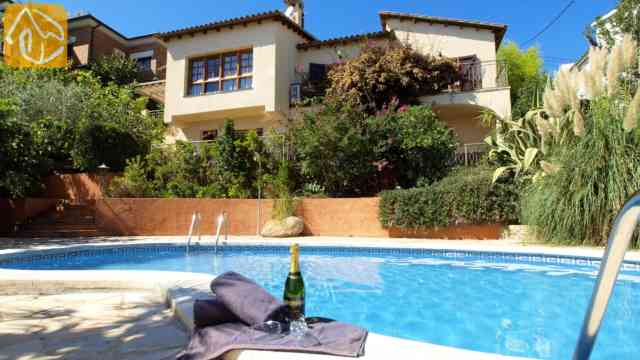 Book A Holiday Villa With Pool In Costa Brava For The Whole Family