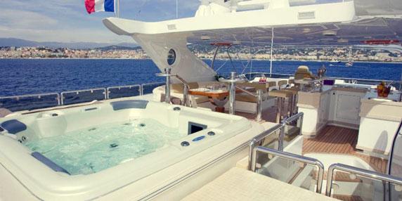 Jacuzzis Majesty Yachts by Gulf Craft